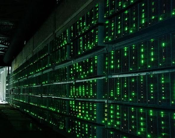 Quante risorse servono per minare bitcoin? Ecco un'immagine che mostra  una BITCOIN MINING FARM americana