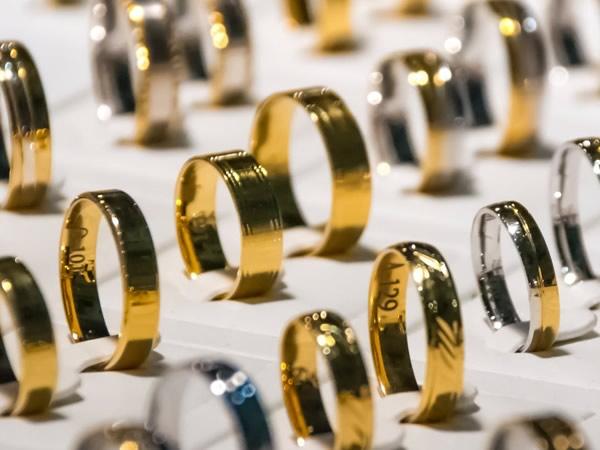 5bbaa5841a Approfondiamo l'oro a 18 carati, uno dei più usati in Italia. Come viene  quotato? Che prezzo ha, al grammo, anche come oro usato?