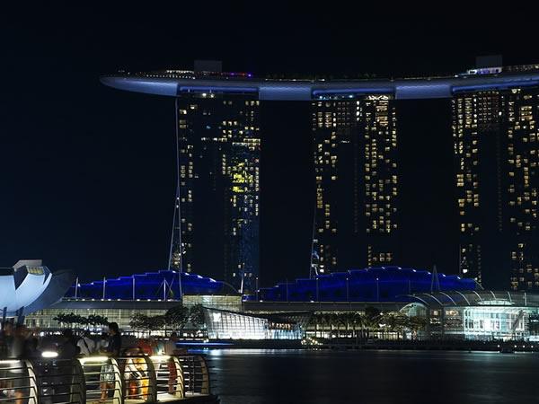 Investire a Singapore: in cosa? Immobili, aprire società, azioni